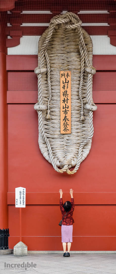 """God-sized"" straw sandal (大草鞋, owaraji) at Sensoji (浅草寺)"
